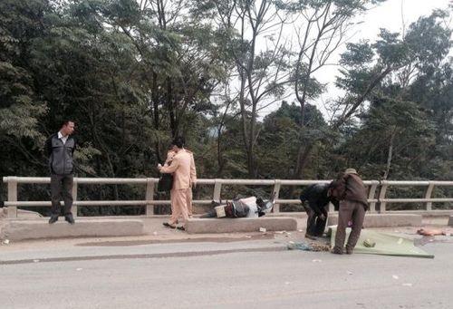 Vụ tai nạn giao thông thương tâm: Vợ chết, chồng nguy kịch - Ảnh 1