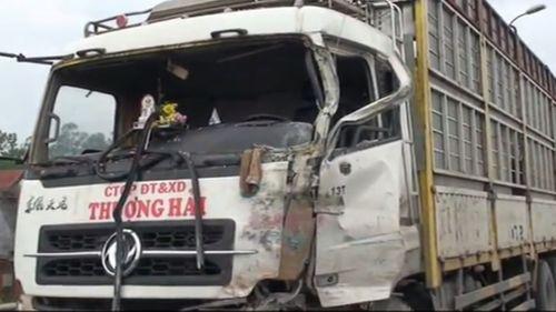Tài xế uống rượu đâm thẳng vào xe khách khiến 16 người bị thương - Ảnh 1