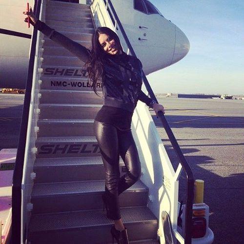 Dàn siêu mẫu Victoria's Secret tươi cười rạng rỡ ở sân bay London - Ảnh 3