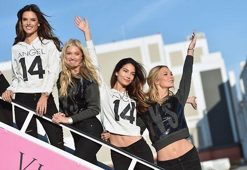 Dàn siêu mẫu Victoria's Secret tươi cười rạng rỡ ở sân bay London - Ảnh 12