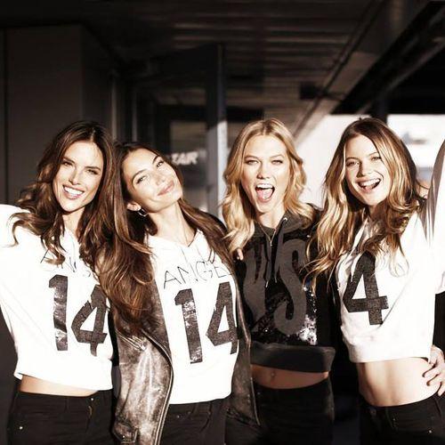 Dàn siêu mẫu Victoria's Secret tươi cười rạng rỡ ở sân bay London - Ảnh 9