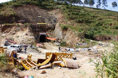 Khung cảnh vắng vẻ của thủy điện Đạ Dâng sau vụ sập hầm - Ảnh 1