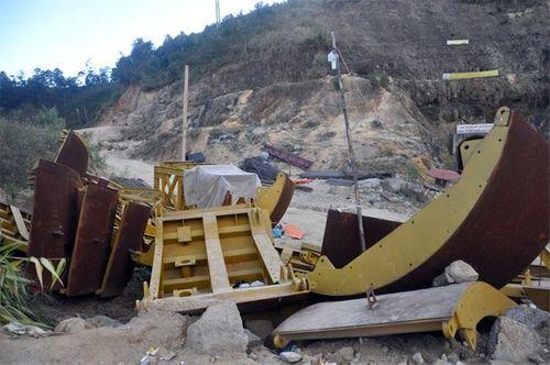 Khung cảnh vắng vẻ của thủy điện Đạ Dâng sau vụ sập hầm - Ảnh 6