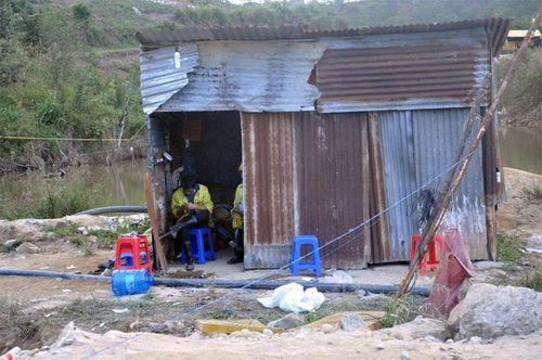 Khung cảnh vắng vẻ của thủy điện Đạ Dâng sau vụ sập hầm - Ảnh 7