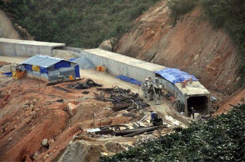 Khung cảnh vắng vẻ của thủy điện Đạ Dâng sau vụ sập hầm - Ảnh 8
