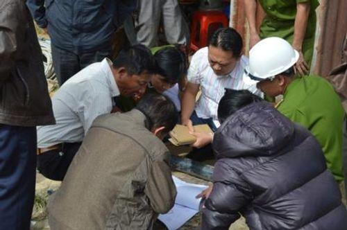 Tiến hành khám nghiệm hiện trường vụ sập hầm thủy điện Đạ Dâng - Ảnh 1