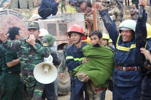 Thưởng nóng 350 triệu đồng lực lượng cứu hộ vụ sập hầm thủy điện - Ảnh 1