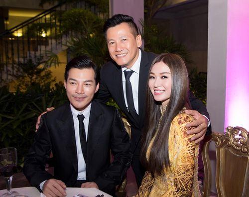 Trần Bảo Sơn và Khánh My từ giữ kẽ đến thân mật tại tiệc từ thiện - Ảnh 9