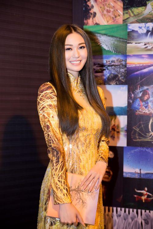 Trần Bảo Sơn và Khánh My từ giữ kẽ đến thân mật tại tiệc từ thiện - Ảnh 2