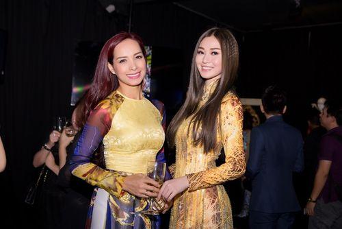 Trần Bảo Sơn và Khánh My từ giữ kẽ đến thân mật tại tiệc từ thiện - Ảnh 10