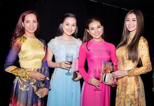 Trần Bảo Sơn và Khánh My từ giữ kẽ đến thân mật tại tiệc từ thiện - Ảnh 11
