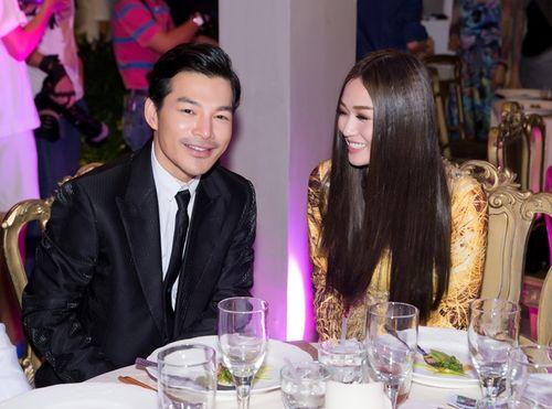 Trần Bảo Sơn và Khánh My từ giữ kẽ đến thân mật tại tiệc từ thiện - Ảnh 4