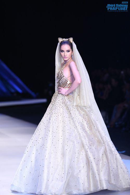 Trúc Diễm hóa miêu nữ xinh đẹp trên sàn catwalk - Ảnh 13