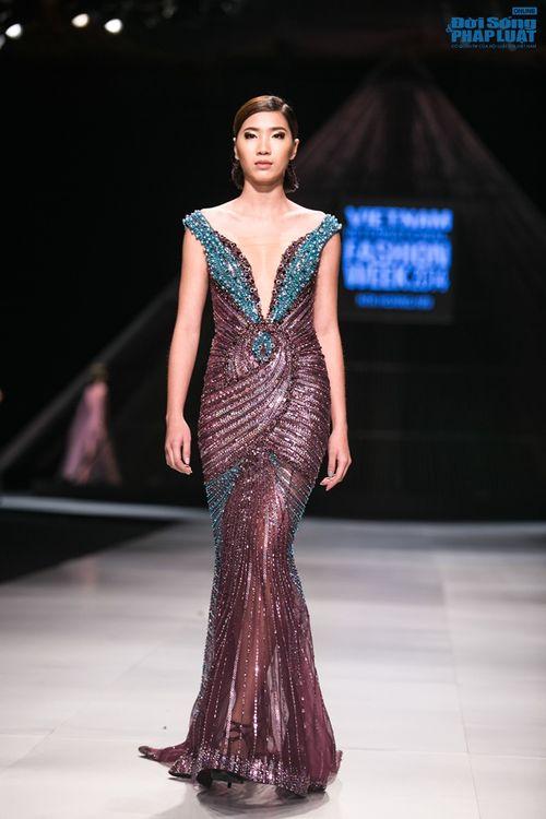HH Thùy Dung làm nàng thơ trên sàn diễn thời trang của Hoàng Hải - Ảnh 11
