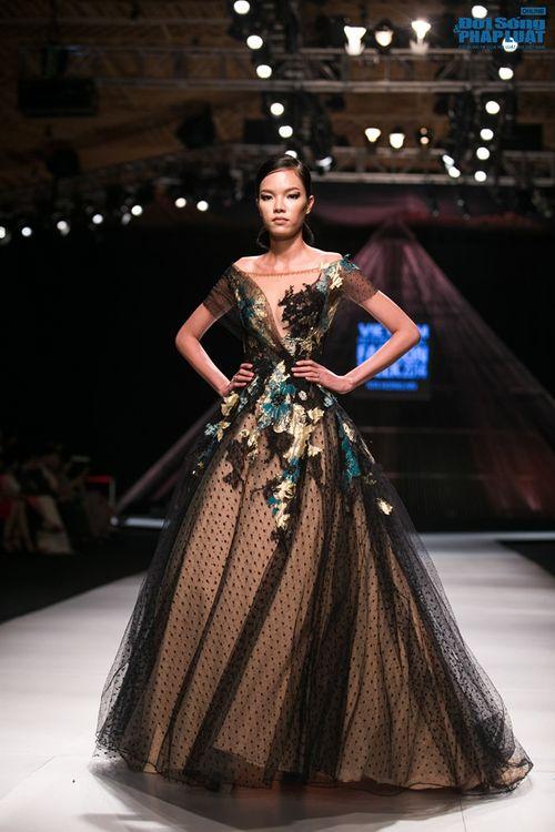 HH Thùy Dung làm nàng thơ trên sàn diễn thời trang của Hoàng Hải - Ảnh 15