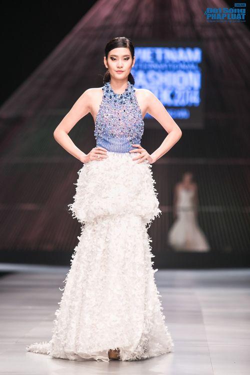 HH Thùy Dung làm nàng thơ trên sàn diễn thời trang của Hoàng Hải - Ảnh 3