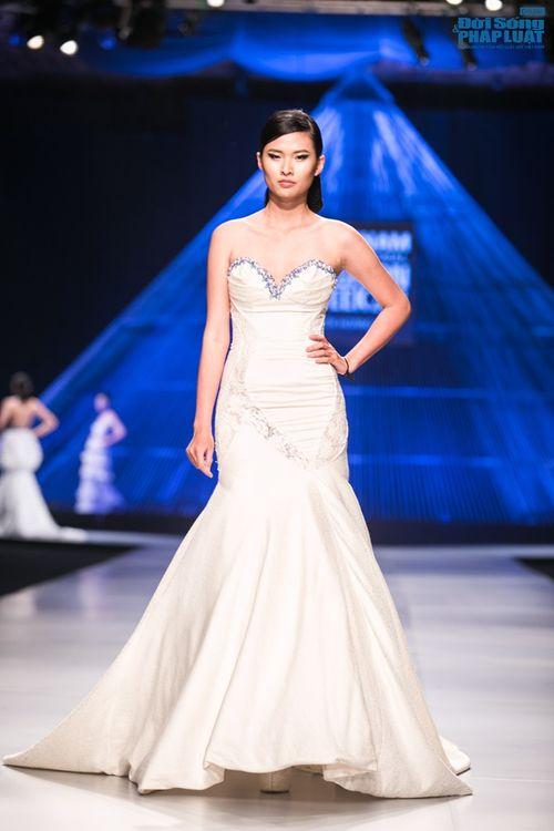 HH Thùy Dung làm nàng thơ trên sàn diễn thời trang của Hoàng Hải - Ảnh 4