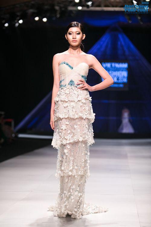 HH Thùy Dung làm nàng thơ trên sàn diễn thời trang của Hoàng Hải - Ảnh 5