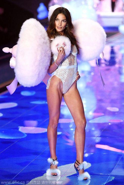 Victoria's Secret Fashion Show 2014:Thiên thần lung linh tỏa sáng - Ảnh 11