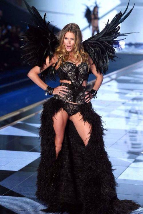 Victoria's Secret Fashion Show 2014:Thiên thần lung linh tỏa sáng - Ảnh 18
