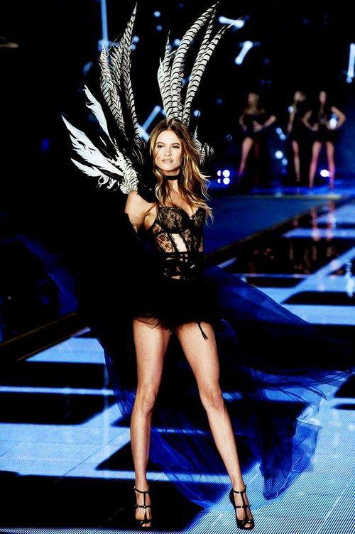 Victoria's Secret Fashion Show 2014:Thiên thần lung linh tỏa sáng - Ảnh 21
