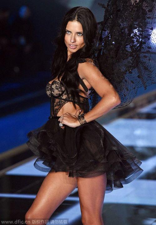 Victoria's Secret Fashion Show 2014:Thiên thần lung linh tỏa sáng - Ảnh 22