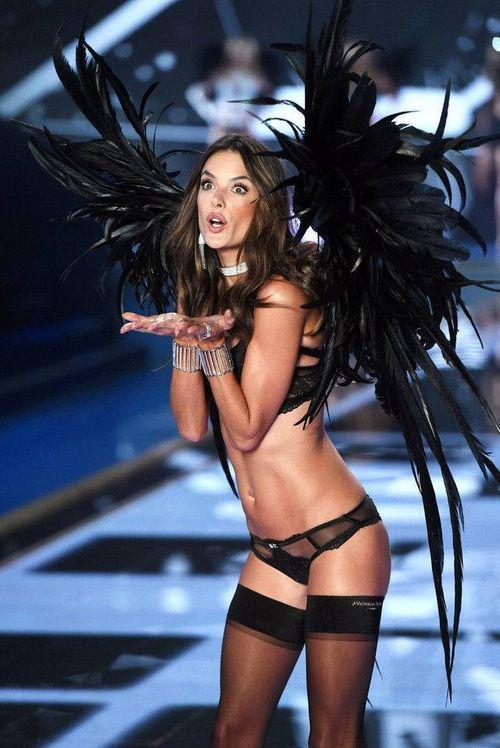 Victoria's Secret Fashion Show 2014:Thiên thần lung linh tỏa sáng - Ảnh 23