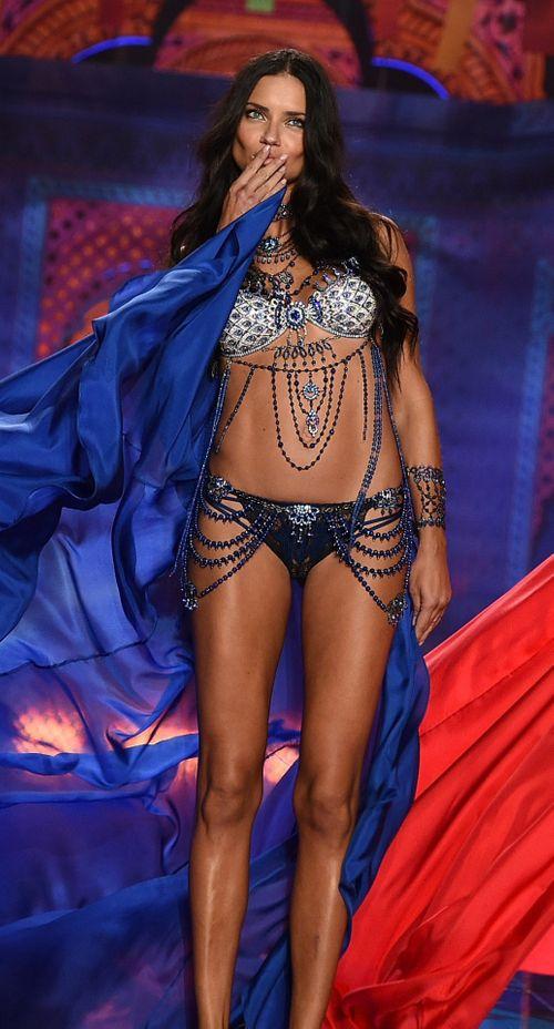 Victoria's Secret Fashion Show 2014:Thiên thần lung linh tỏa sáng - Ảnh 9