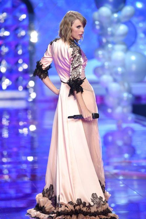 """Taylor Swift - """"thiên thần danh dự"""" của Victoria's Secret - Ảnh 4"""