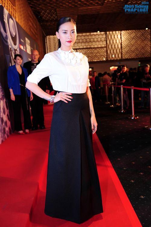 Thảo Trang gợi cảm trên thảm đỏ tuần lễ thời trang Quốc tế - Ảnh 5