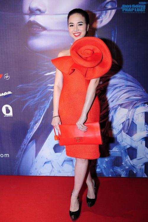Thảo Trang gợi cảm trên thảm đỏ tuần lễ thời trang Quốc tế - Ảnh 19
