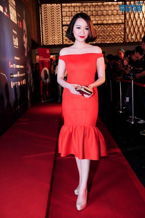 Thảo Trang gợi cảm trên thảm đỏ tuần lễ thời trang Quốc tế - Ảnh 20