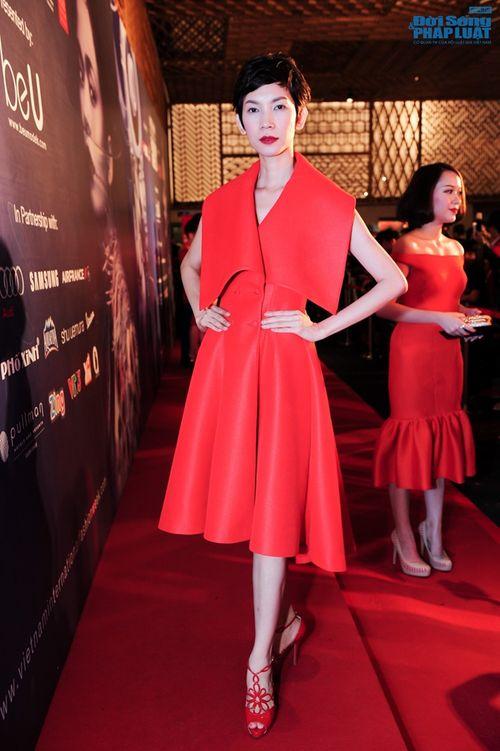 Thảo Trang gợi cảm trên thảm đỏ tuần lễ thời trang Quốc tế - Ảnh 21