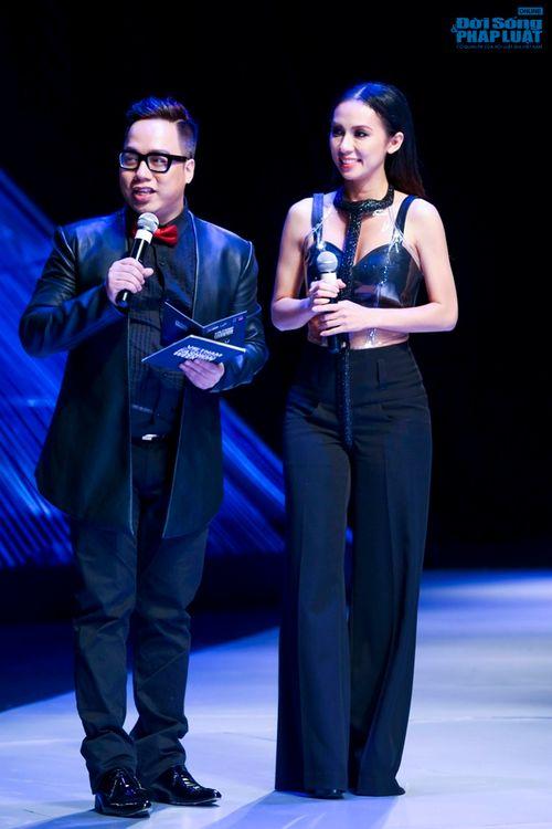Thảo Trang gợi cảm trên thảm đỏ tuần lễ thời trang Quốc tế - Ảnh 25