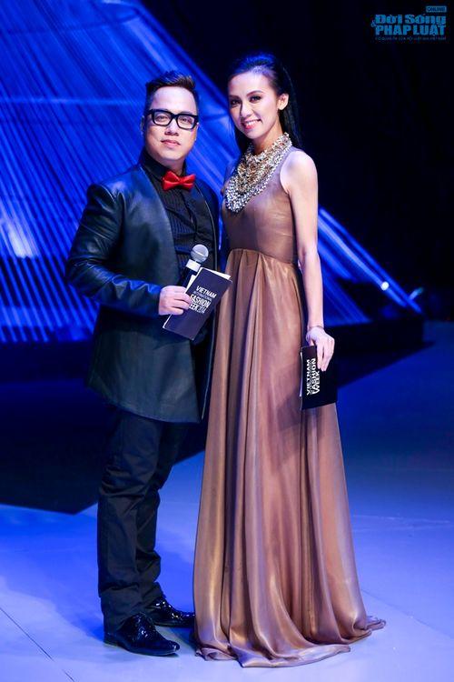 Thảo Trang gợi cảm trên thảm đỏ tuần lễ thời trang Quốc tế - Ảnh 26