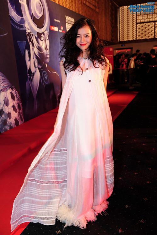Thảo Trang gợi cảm trên thảm đỏ tuần lễ thời trang Quốc tế - Ảnh 8