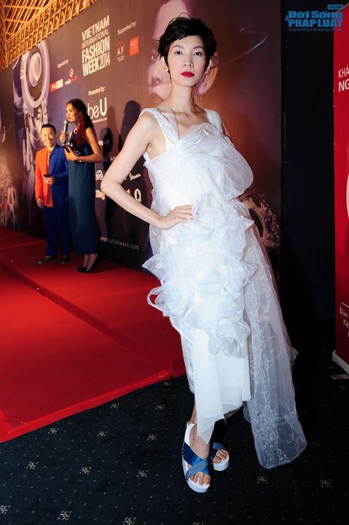 Thảo Trang gợi cảm trên thảm đỏ tuần lễ thời trang Quốc tế - Ảnh 9