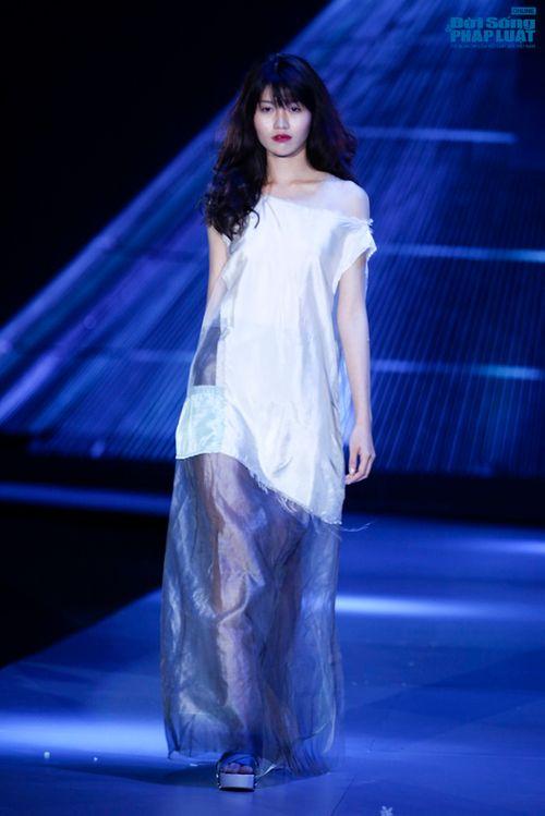 """Xuân Lan cùng Li Lam """"hóa điên"""" trên sàn catwalk - Ảnh 7"""