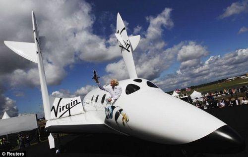 Tỉ phú mua 8 tàu vũ trụ, sở hữu bản chép tay kinh thánh - Ảnh 3
