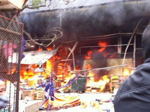 Khung cảnh hoang tàn của chợ Nhật Tân sau đám cháy dữ dội - Ảnh 2