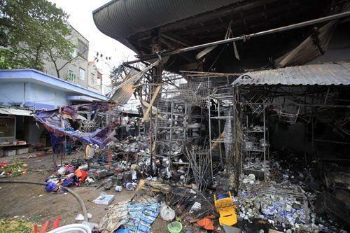 Khung cảnh hoang tàn của chợ Nhật Tân sau đám cháy dữ dội - Ảnh 5