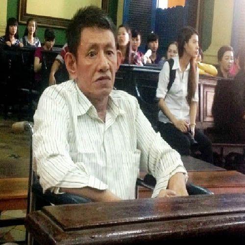 Lời sám hối muộn của bị cáo ngồi xe lăn hầu tòa về tội giết người - Ảnh 1