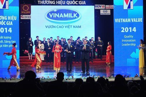 Vinamilk tiếp tục được vinh danh thương hiệu quốc gia năm 2014 - Ảnh 2