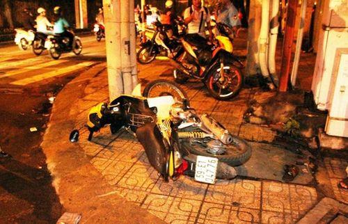 Hình ảnh vụ thanh niên dính chặt vào miệng cống hi hữu ở Sài Gòn - Ảnh 1