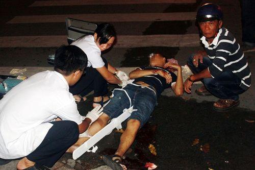 Hình ảnh vụ thanh niên dính chặt vào miệng cống hi hữu ở Sài Gòn - Ảnh 2