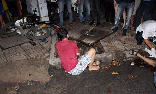 Hình ảnh vụ thanh niên dính chặt vào miệng cống hi hữu ở Sài Gòn - Ảnh 3