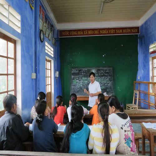 """Làng chài bên phá Tam Giang và lớp học chữ cho những """"bô lão U60"""" - Ảnh 1"""