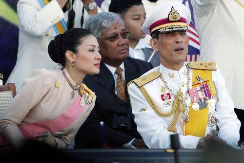 Thái tử Thái Lan xóa bỏ tên hoàng tộc gia đình vợ vì tham nhũng - Ảnh 1