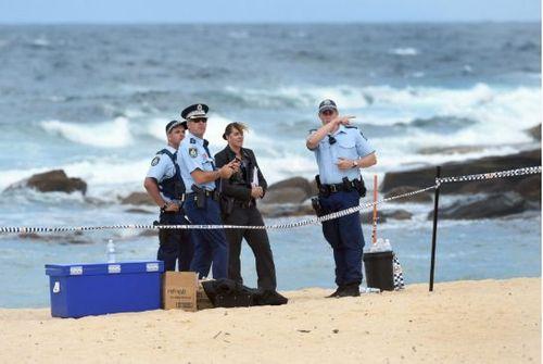 Phát hiện thi thể trẻ sơ sinh bị chôn vùi trong cát biển - Ảnh 1