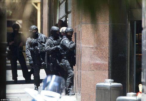 Hiện trường vụ bắt cóc con tin náo loạn khu phố tại Sydney - Ảnh 7
